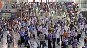 Folkmassa av besökare på den 118. kantonmässan, guangzhou, porslin Arkivfoto