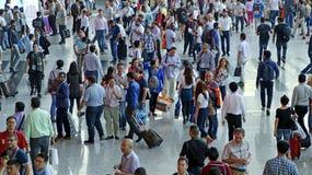 Folkmassa av besökare på den 118. kantonmässan, guangzhou, porslin Royaltyfri Fotografi