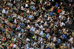 Folkmassa av folk på en tennismatch Arkivbilder