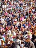 Folkmassa av folk på händelsen Arkivbilder