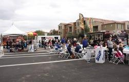 Folkmassa av folk på partiet för drottningliten vikkvarter, drottningliten vik, Arizona Fotografering för Bildbyråer