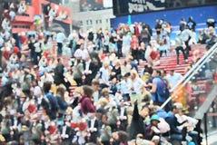Folkmassa av gatan för fyrkant 42 för folk stundom arkivfoton