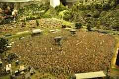 Folkmassa av litet leksakfolk Arkivfoto