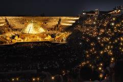 Folkmassa av ljus på arenadi Verona Royaltyfri Bild