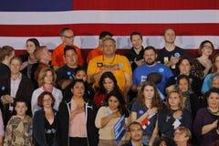 Folkmassa av supportrar för den demokratiska presidentkandidaten Hillary Clinton Campaigns In Las Vegas, Nevada Royaltyfri Fotografi