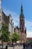 Folkmassa av turisten på den Dluga gatan i Gdansk, Polen Fotografering för Bildbyråer