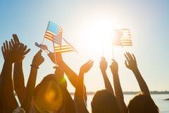 Folkmassa av vinkande amerikanska flaggan Royaltyfria Bilder