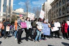 Folkmassa för mars för ` s för 2018 kvinnor Arkivbild