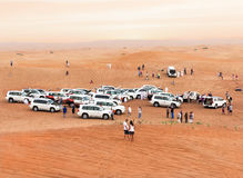 Folkmassa i öknen Arkivfoto
