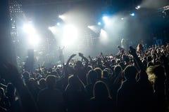 Folkmassa i en konsert Arkivfoton