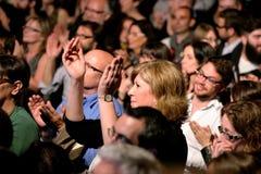Folkmassa i en konsert på den Luz de Gas klubban Royaltyfria Bilder