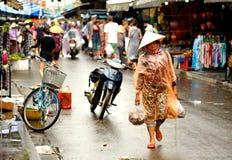 Folkmassa i Hoi An Södra Vietnam Royaltyfri Bild