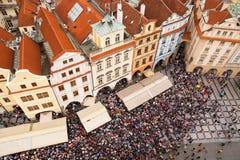 Folkmassa i Prague Royaltyfri Foto