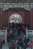 Folkmassa i templet av himmel i Peking under det kinesiska nya året Arkivfoto