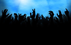 Folkmassa med den lyftta handen 库存照片