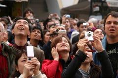 Folkmassa med kameror Fotografering för Bildbyråer