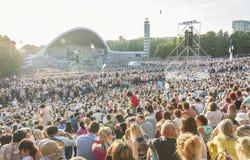 Folkmassa på den estländska nationella sångfestivalen i Tallinn Fotografering för Bildbyråer