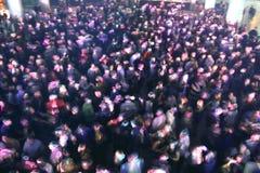 Folkmassa på konserten eller partiet Royaltyfria Foton