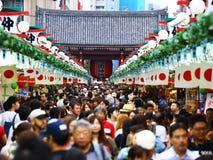 Folkmassa på marknaden Royaltyfri Fotografi