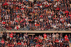 Folkmassa på patriotleken Royaltyfria Bilder