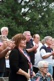 Folkmassa på räddningen som vårt kors samlar, Knoxville, Iowa Arkivbild