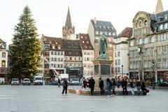 Folkmassa som deltar i stället Kleber, Strasbourg Arkivfoton