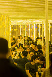 Folkmassa som firar jul Fotografering för Bildbyråer