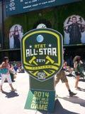 Folkmassa som skriver in den AT&T MLS stjärnmatchen 2014 Arkivbild