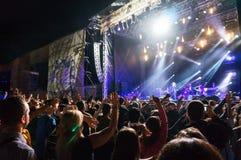 Folkmassa som tycker om en konsert Fotografering för Bildbyråer