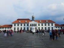 Folkmassa utanför museet Fatahillah, Jakarta arkivfoton