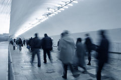 folkmassagångtunnel Arkivfoton