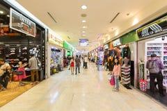 Folkmassan av folk shoppar Arkivbild
