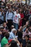 Folkmassan av upptar Wall Street personer som protesterar Fotografering för Bildbyråer