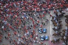 Folkmassan firar på Chicago Blackhawks ståtar Royaltyfria Foton