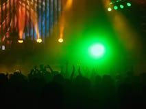 Folkmassan på vaggar konsert Arkivfoton