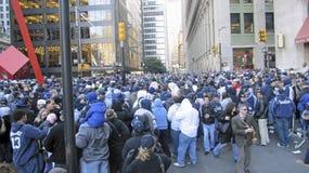 folkmassan ståtar yankees Arkivbild
