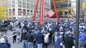 folkmassan ståtar yankees Arkivfoto