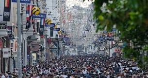 Folkmassor i Istanbul, Turkiet Arkivbild