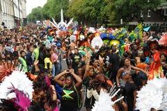 Folkmassor på den Notting Hill karnevalet Royaltyfri Bild