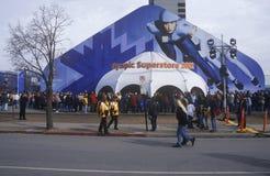 Folkmassor på den olympiska stormarknaden under 2002 vinterOS:er, Salt Lake City, UT Arkivfoton