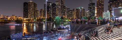 Folkmassor på pir för marin för Chicago ` s Royaltyfri Bild