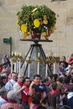 Folkmassor på processionen i heder av St Domingo, Spanien Royaltyfri Fotografi