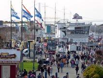 Folkmassor på San Francisco Pier 39 Arkivbilder