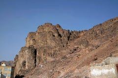 Folkmassorna av vallfärdar vem kommer att besöka berget Uhud i Medina Arkivbilder