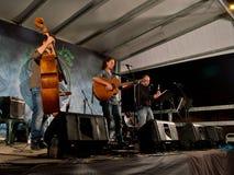 Folkmusikband som spelar på IsolaFolk 2014 Arkivbild