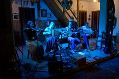 Folkmusikband som spelar på IsolaFolk 2014 Fotografering för Bildbyråer