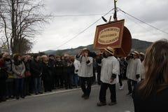 Folkprocession under festival i Auden Arkivbild