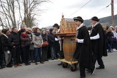 Folkprocession under festival i Auden Royaltyfri Bild