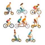 Folkridningen cyklar uppsättningen, män och kvinnor på cyklar av den olika typvektorillustrationen stock illustrationer