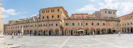 Folks fyrkant i Ascoli - IT Royaltyfri Fotografi